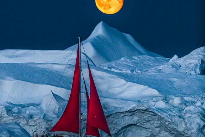 AGP, AGP Favorite, Alex G Perez, Arctic Circle, Greenland, Ice, Iceberg, Ilulissat, Landscape Photography, Moon, Moonlight, Nature, North America, Travel, www.AGPfoto.com